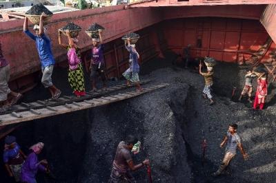 Bangladesh desativa 10 usinas movidas a carvão