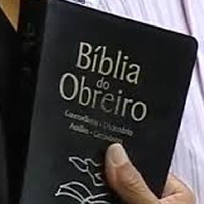 Bíblia protege policial baleado durante protestos na Bolívia