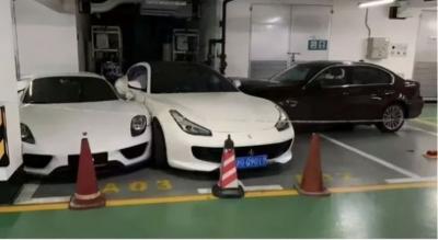 Esposa furiosa destrói Porsche, Ferrari, Mercedes e BMW do marido após discussão