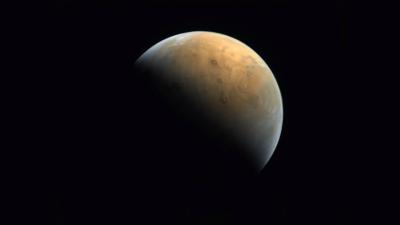 Emirados Árabes divulgam primeira imagem de Marte produzida pela sonda Hope