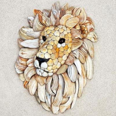 Artista usa conchas para fazer desenhos de animais