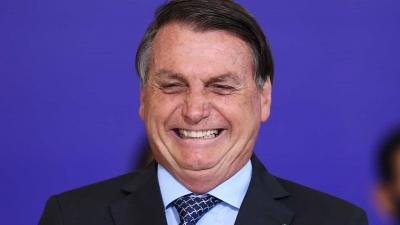 Bolsonaro pede volta de torcida ao estádio de futebol