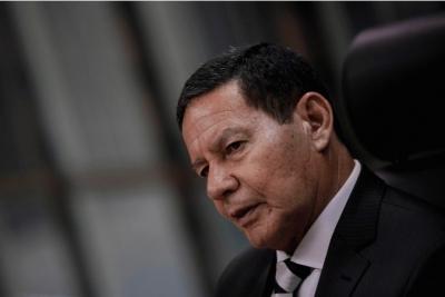 China é parceiro estratégico do Brasil, não ameaça, diz Mourão à Folha