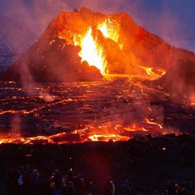 Imagens impressionantes de erupção de vulcão na Islândia