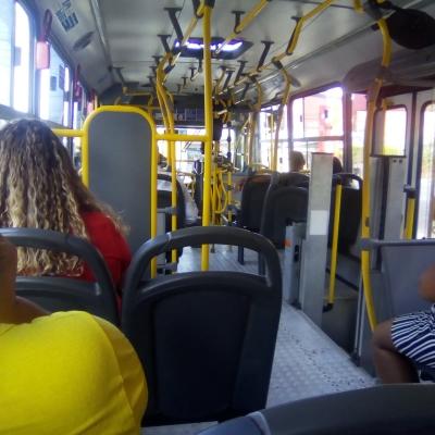 Só um ônibus circulando