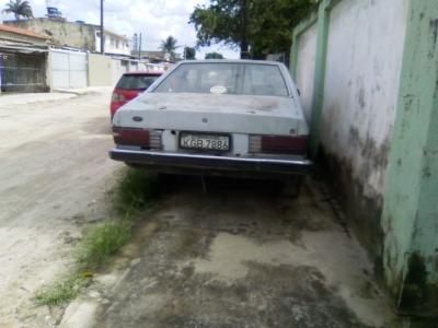 Carro abandonado na Amália