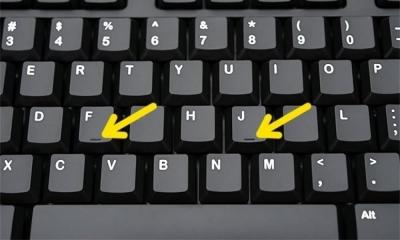 Por que as teclas F e J de um teclado possuem um traço embaixo?