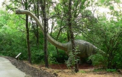 Mais de 50 dinossauros em tamanho real vão a leilão no Canadá