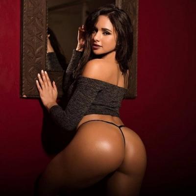Ashley Ortiz, a modelo famosa no Instagram pelo bumbum perfeito