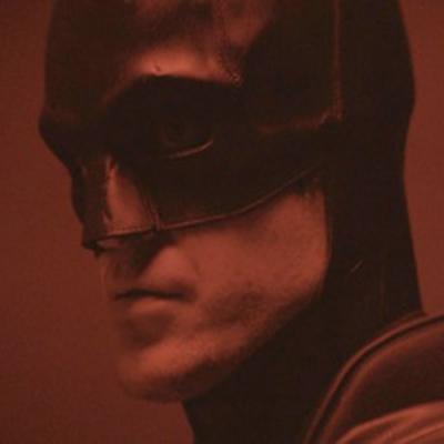 The Batman: Imagens mostram o Homem-Morcego fugindo de novos inimigos no filme