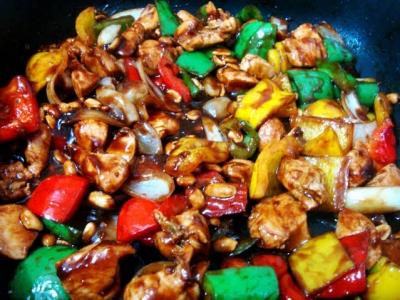 Aprenda a fazer um delicioso frango xadrez com molho oriental