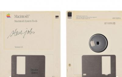 Disquete autografado por Steve Jobs é vendido por R$ 350 mil
