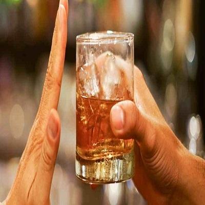 7 benefícios que o corpo sente quando você deixa de beber