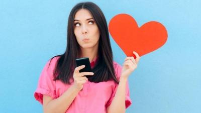 Uso excessivo do celular está relacionado a vida sexual agitada