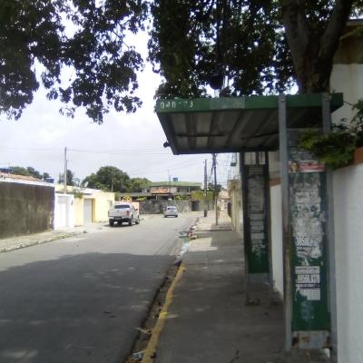 Parada de ônibus pede socorro