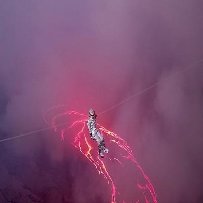Brasileira bate recorde mundial ao atravessar lago de lava