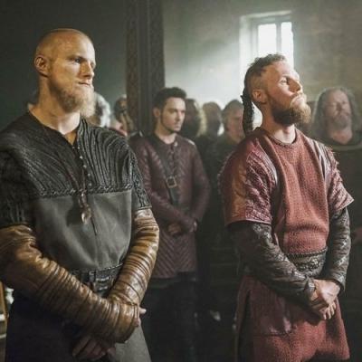 Vikings: Como são os atores da série sem barba?