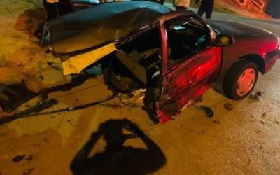 Homem sai ileso de acidente em que o carro partiu ao meio