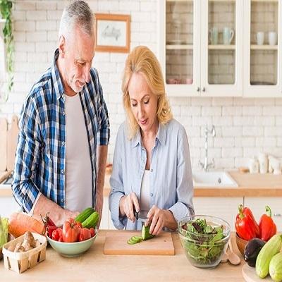 Cuidar da alimentação ao longo da vida é essencial para envelhecimento saudável