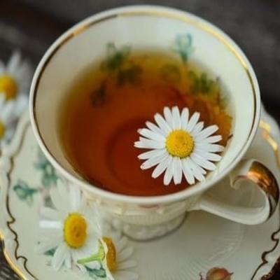 Chá de Camomila contra ansiedade e cólica