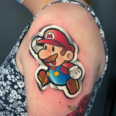 Tatuador faz tattoos que se parecem com adesivos
