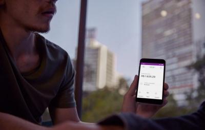 Nubank libera pagamentos de Uber e iFood com cartão de débito
