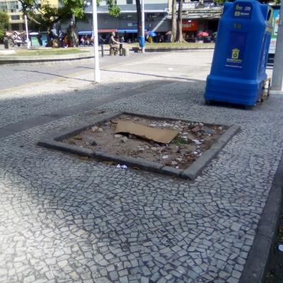 Buracos na Praça