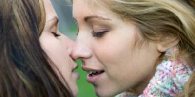 Estudo revela que lésbicas têm vida sexual mais feliz do que mulheres héteros
