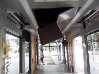 Descaso em estação de ônibus
