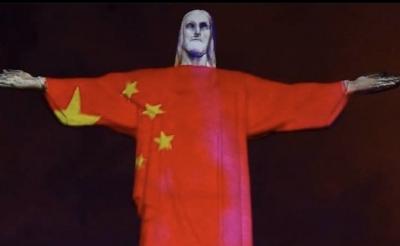 """Cristo Redentor """"veste"""" bandeira da China"""