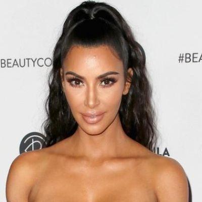 Kim Kardashian combina Lamborghini com peruca verde-limão
