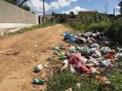 Lixo nas ruas de Itamaracá