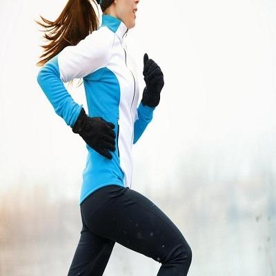 Aquecimento e roupas adequadas: o que cuidar ao praticar exercícios físicos no f