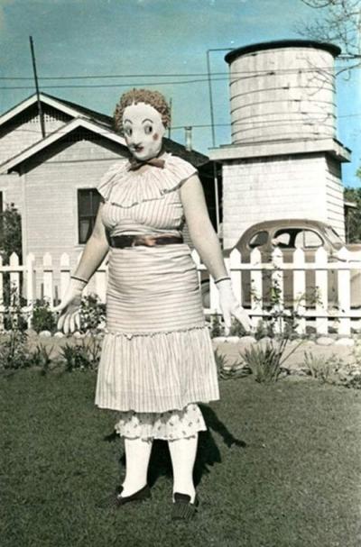 Essas fantasias de Halloween antigas são ainda mais assustadoras