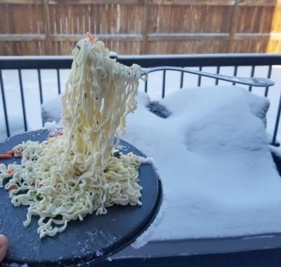 Canadence publica vídeo de macarrão congelado para retratar frio