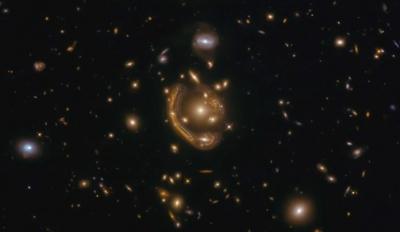 Hubble registra fenômeno previsto por Einstein há mais de 100 anos