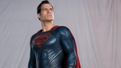 Henry Cavill voltará a interpretar Superman em mais 5 ou 6 filmes, aponta rumo