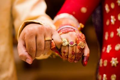 Indiano entra na Justiça após descobrir que esposa é trans