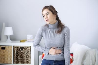 Dor de estômago: tipos de remédios que pode usar