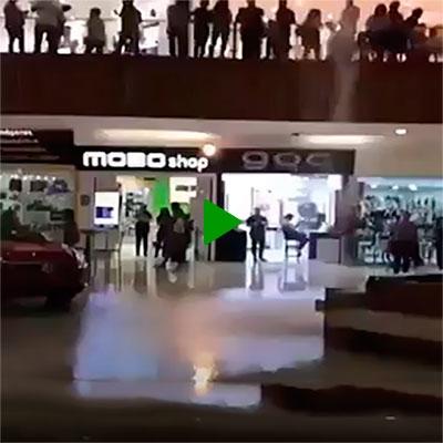O shopping alagou e a banda começou a tocar o tema de Titanic