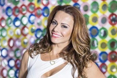 "Viviane Araújo exibe cabelos brancos e encanta: ""Sou feliz"""