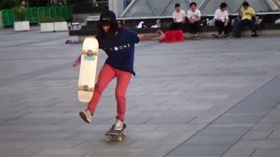 Esse skatista faz manobras incríveis como se fosse fácil