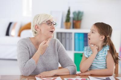 Gagueira infantil: como identificar e tratar