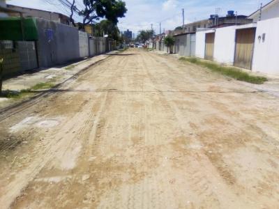Só falta a rua ser calçada