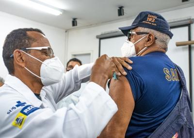 Segunda dose da vacina para os profissionais do Samu Recife