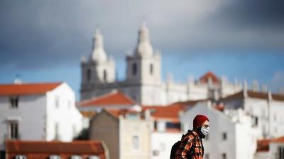 Portugal avisa população por SMS que começou vacinação