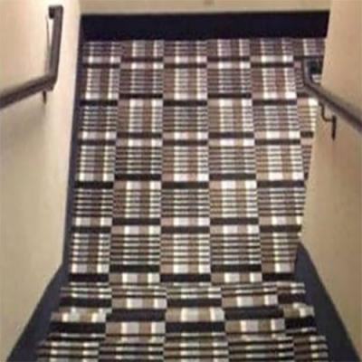 Imagina chegar em casa bêbado com essa escada