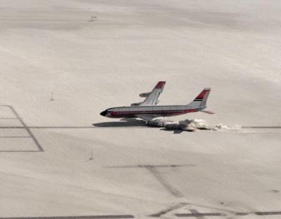 Você sabia que a NASA já derrubou um avião, veja o vídeo