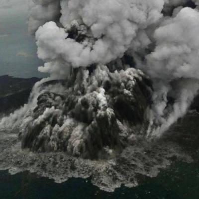 Erupção do vulcão anak krakatoa dezembro 2018