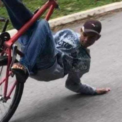 Empinando a bike com maestria